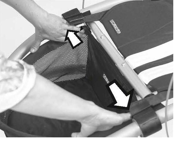 ПРИМЕЧАНИЕ! Убедитесь, что пластиковая пластина вставлена в нижнюю втулку корзины, прежде чем прикрепить корзину к раме.